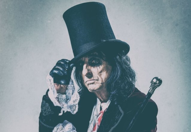 ALICE COOPER Launches 'HorrorBox' Haunted Comedy Card Game