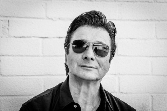 Former JOURNEY Singer STEVE PERRY To Release Acoustic Version Of 'Traces' Solo Album