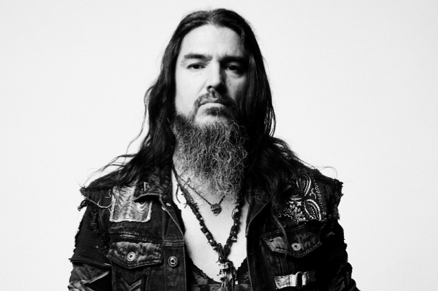 MACHINE HEAD's ROBB FLYNN: 'The World Is A Lot Darker Place Without CHESTER BENNINGTON In It'