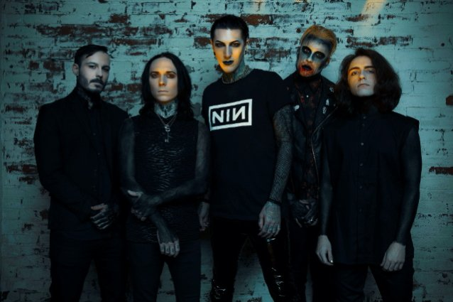 MOTIONLESS IN WHITE Shares New Song 'Creatures X: To The Grave'