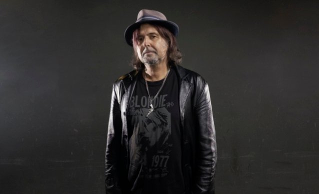 MOTÖRHEAD's PHIL CAMPBELL: COVID-19 Pandemic Is 'Not Just A Touch Of Flu Going About'