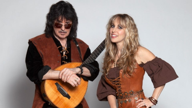 BLACKMORE'S NIGHT Releases Brand New Holiday Song And Video 'Here We Come A-Caroling'