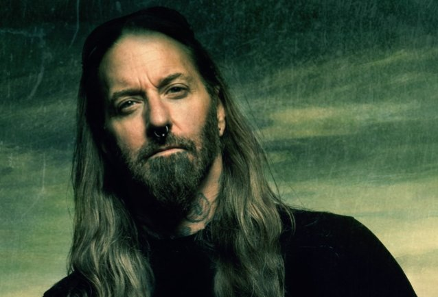 DEVILDRIVER's DEZ FAFARA Doesn't Fall For 'Fear' Narrative Being Pushed By Mainstream Media