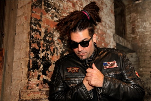 Ex-ILL NINO Singer CRISTIAN MACHADO Throws Shade On Band's Latest Single: 'It Doesn't Sound Like They Found Their Way Yet'