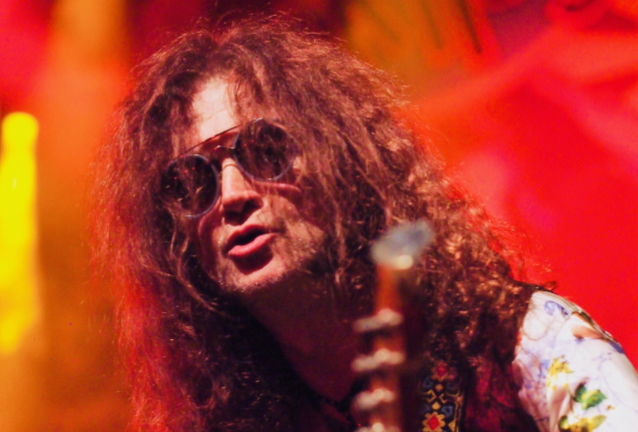 GLENN HUGHES Pays Tribute To KEN HENSLEY: He Was 'An Incredible Songwriter, Guitarist And Keyboard Player'