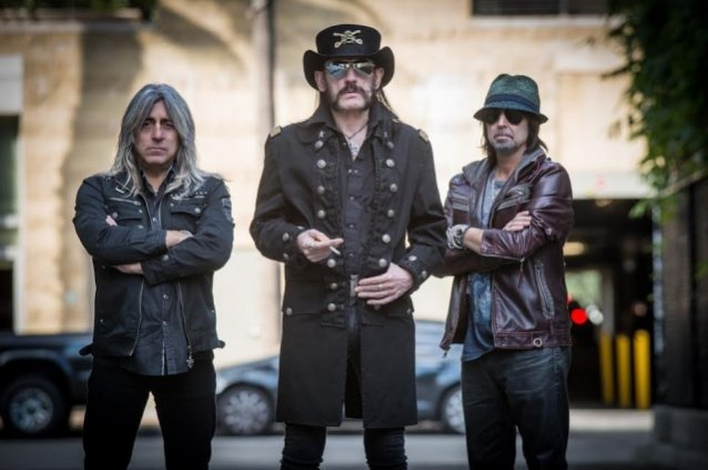LEMMY's Advice To MOTÖRHEAD Guitarist PHIL CAMPBELL: 'Don't Wear Shorts On Stage'