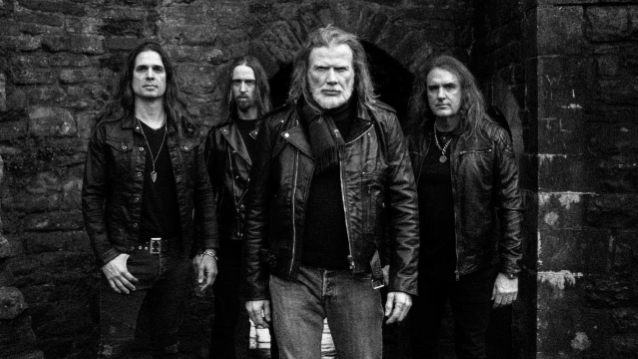 MEGADETH's DIRK VERBEUREN Says DAVE MUSTAINE Is 'Super Cool To Work With' In The Studio
