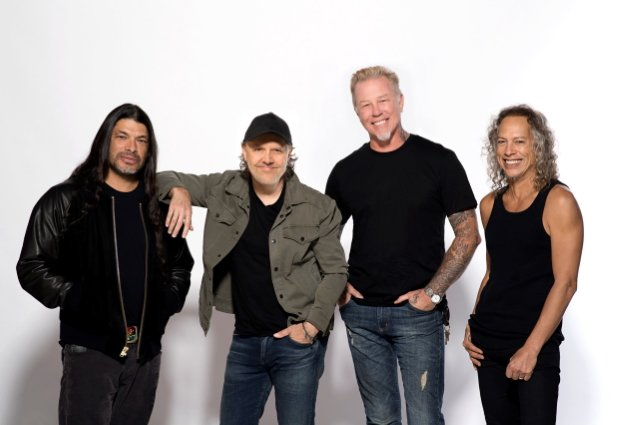 METALLICA's KIRK HAMMETT On 'Black' Album: 'We Wanted To Come Up With A 'Back In Black', An LP Stacked With Singles'