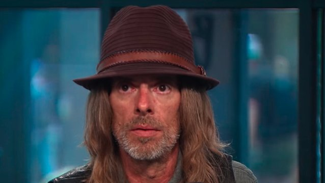 PANTERA's REX BROWN On VINNIE PAUL's Drumming: 'Everything That He Did Was Just Rock Solid'
